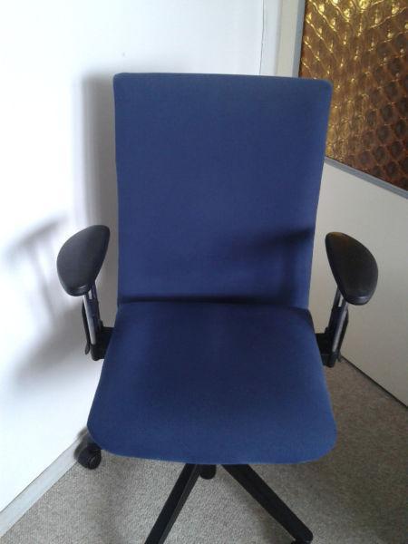 Fotel biurowy obrotowy krzesło biurowe = regulacja = 100% sprawne = wysoka jakość = warto!!