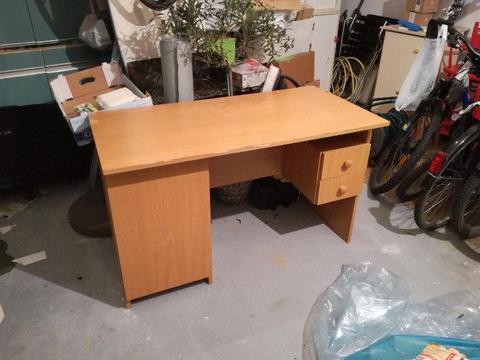 Oddam krzesło i biurko
