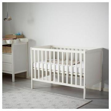 Łóżeczko z Ikei plus materac