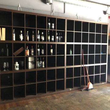 Regał na wina, okazja po likwidacji restauracji