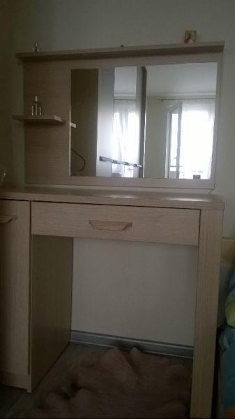 Toaletka z lustrem podświetlanym