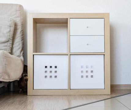 Wyprzedaż mebli z salonu - szafka IKEA z pudełkami i szufladami