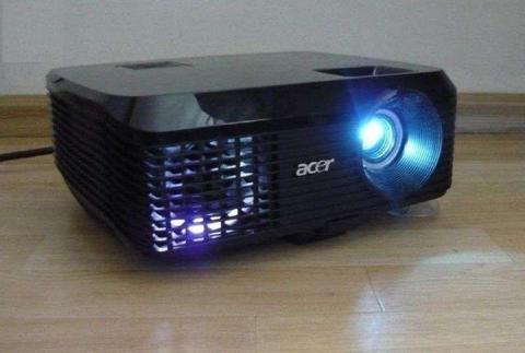 Super tani sprawny działający projektor ACER X1130 z lampą za 699zł