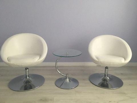 2 x Białe Fotele + stolik -gratis
