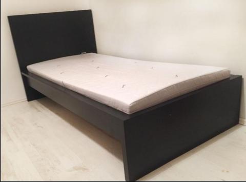 Sprzedam łóżko jednoosobowe IKEA MALM