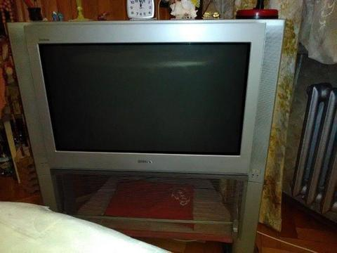 Sprzedam telewizor SONY plus stolik