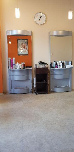 Konsola fryzjerska, recepcja, szafka, sofa rogowa - poczekalnia