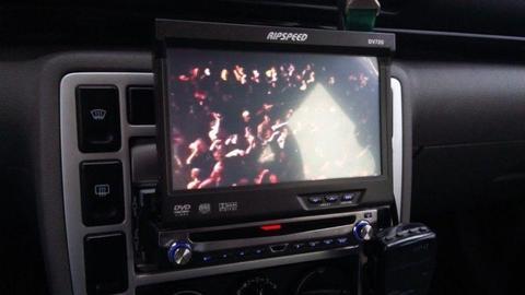 Radio samochodowe dvd , ekran wysuwany 7