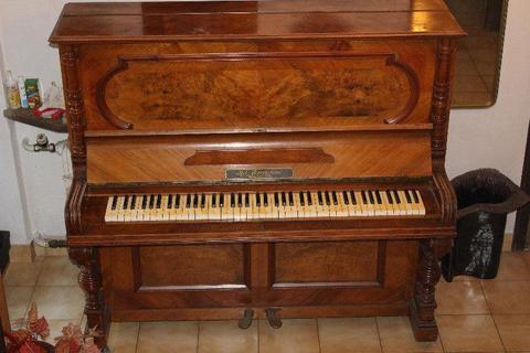Pianino Rob. Bartholome Antyk