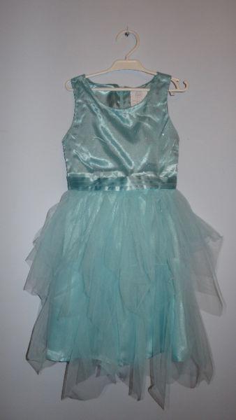 Śliczna sukienka w kolorze turkusowym 134,wizytowa