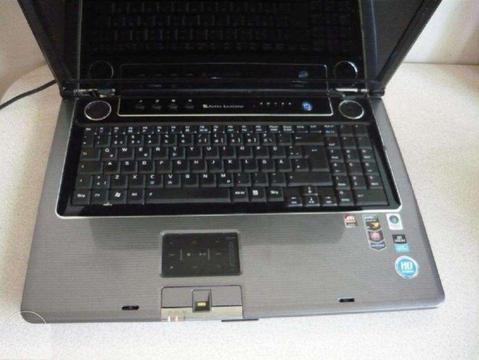 Sprzedam super notebook 17 cali, laptop ASUS X72T, ATI HD3470 na części lub do naprawy za 399zł