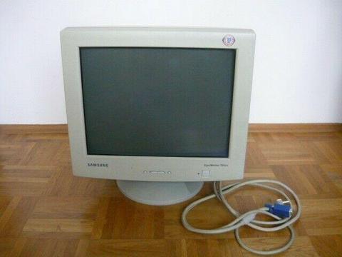 Oddam za darmo stary monitor komputerowy