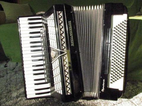 Sprzedam akordeon Royal Standard Montana 120